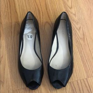 Peep toe patent leather flat.